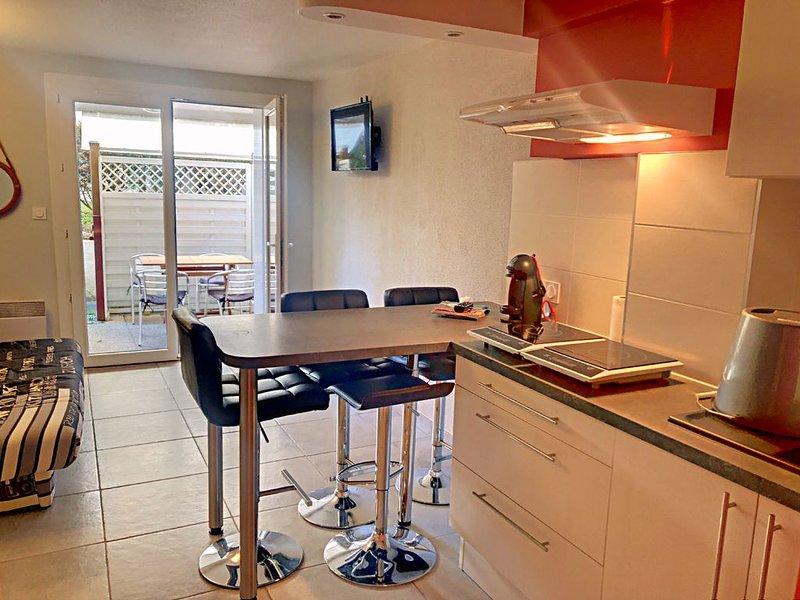 APPARTEMENT AVEC TERRASSE PRIVEE DANS RESIDENCE AVEC PISCINE ET TENNIS, holiday rental in Dolus-d'Oleron