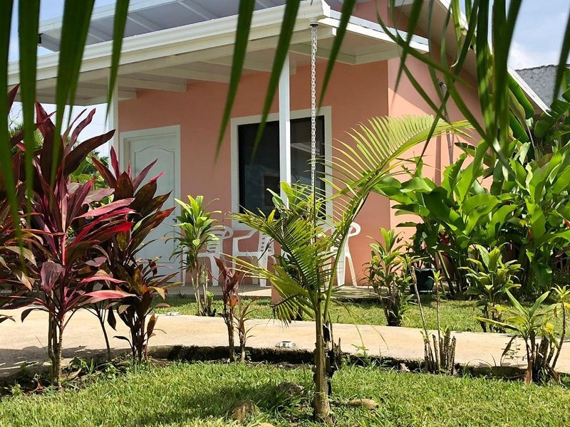 Brand new coral bungalow w/Arenal Volcano view, holiday rental in Quesada