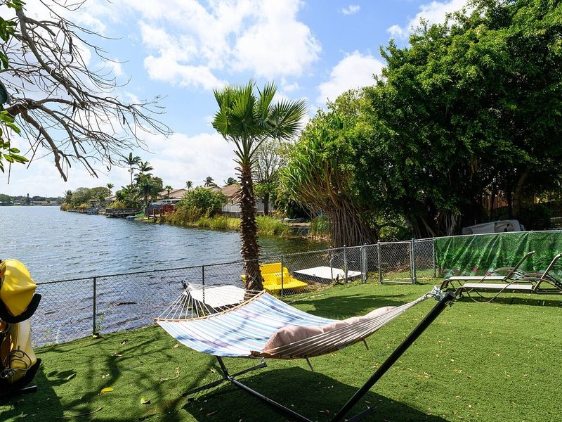 3/2 Lake House With Breathtaking View Near Hard Rock Casino, holiday rental in Dania Beach