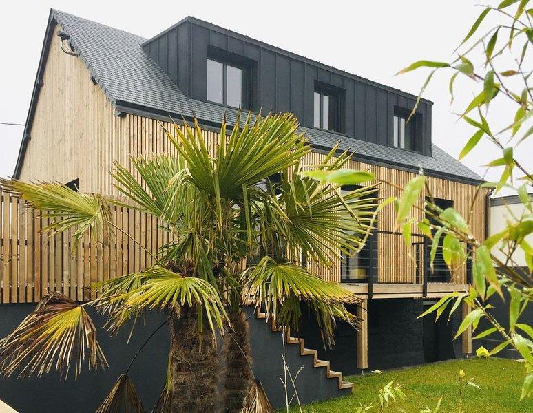 Maison d'architecte au coeur de la Côte d'Emeraude - Tout à pied ou en vélo !, holiday rental in Ploubalay