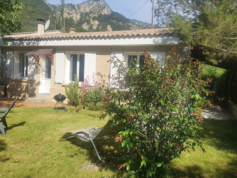 Maison avec jardin calme et nature  'gorges du Verdon', vacation rental in La Palud sur Verdon