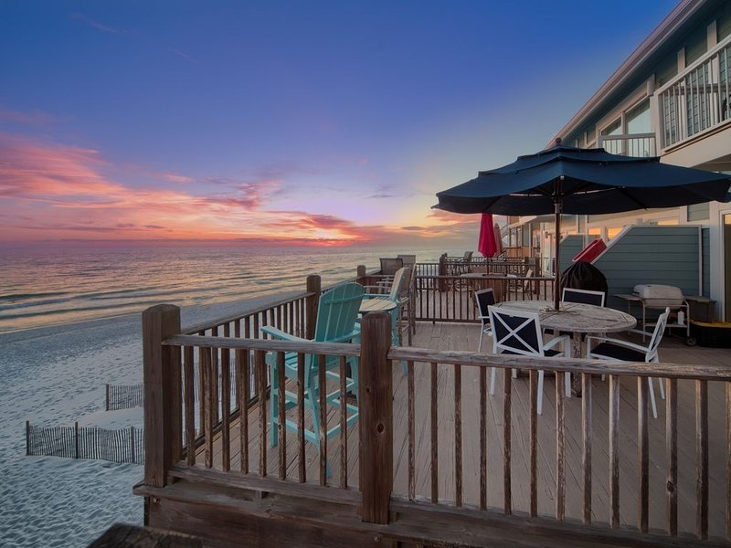 BEACH FRONT - 2 Br/2.5 Bath Updated Townhome - WiFi & Cable – semesterbostad i Santa Rosa Beach