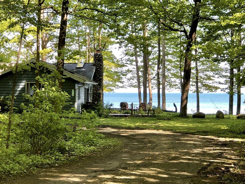 Lakefront Cottage Home for All Seasons Enjoyment on Beautiful Lake Erie!, vacation rental in Brocton
