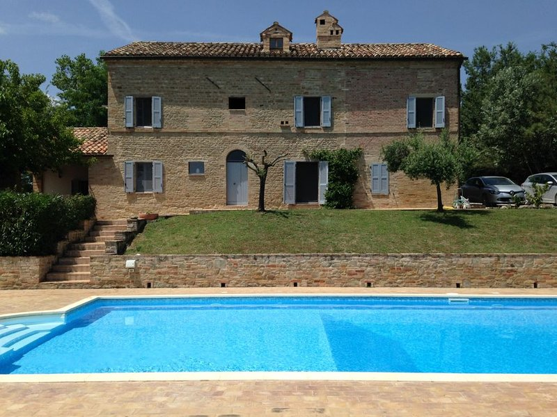 Light & spacious Farmhouse  with large pool, privacy & stunning view! Price drop, Ferienwohnung in Santa Maria d'Alto Cielo