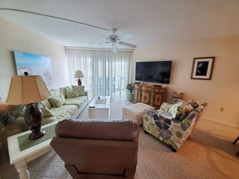 Island House F232, Ocean View, 2 Bedrooms, Pool, Tennis, Sleeps 7, vacation rental in Crescent Beach