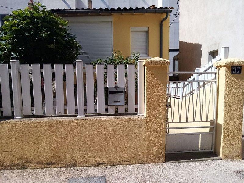 location saisonnière, jusque a 4 personne, aluguéis de temporada em La Roque-Sainte-Marguerite