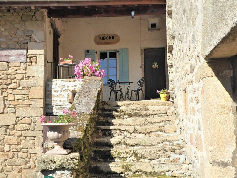 KIBOKO Gite In Balledent, Châteauponsac With Stunning Views, vacation rental in Nantiat