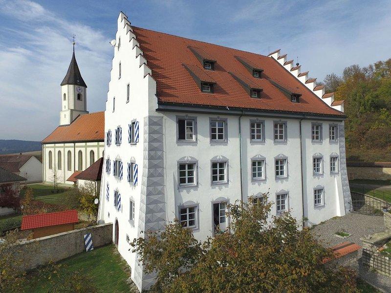 Neue Ferienwohnung im historischen Kulturdenkmal, holiday rental in Neuhausen am Rheinfall