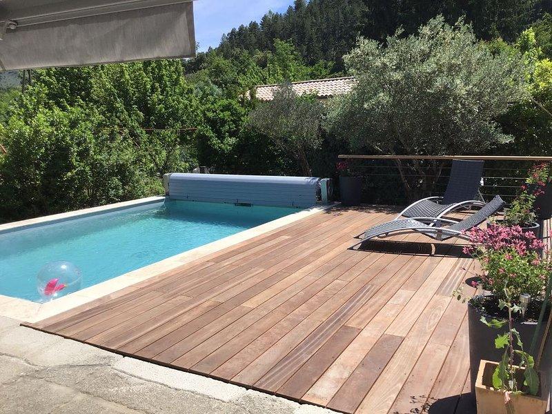 Très belle maison en pierre sud Ardèche piscine privée, vacation rental in Les Salelles
