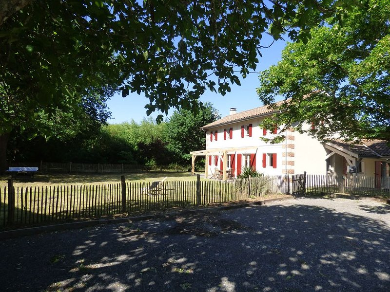 Grande Maison entre Lac et Forêt, vacation rental in Gastes