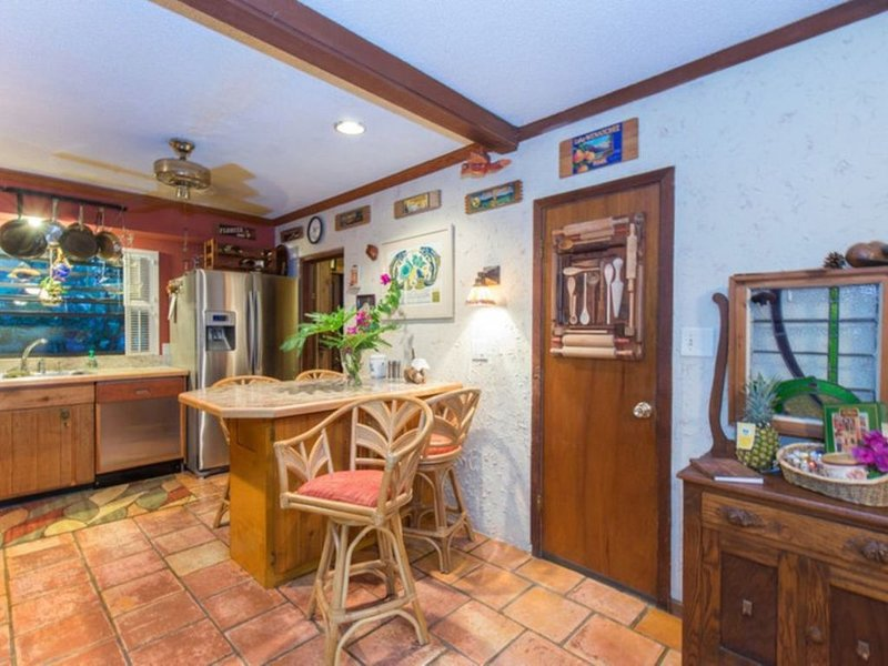 Large living area, tropical backyard with swimming pool & covered  back porch, location de vacances à Apopka