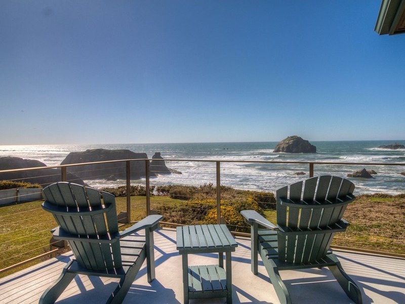 Unobstructed Oceanfront View at Face Rock, holiday rental in Bandon