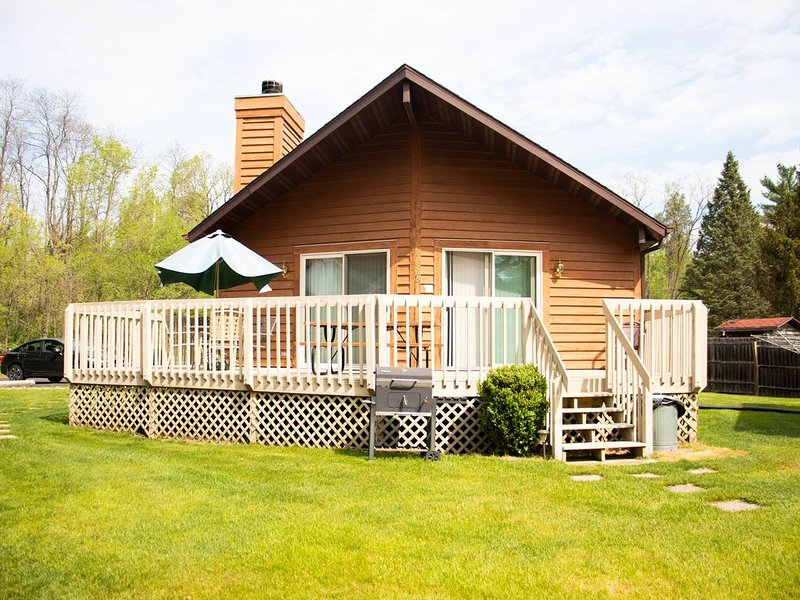 Lakefront Getaway!  Standalone Condo in the Heart of the Wisconsin D.ells, vacation rental in Wisconsin Dells