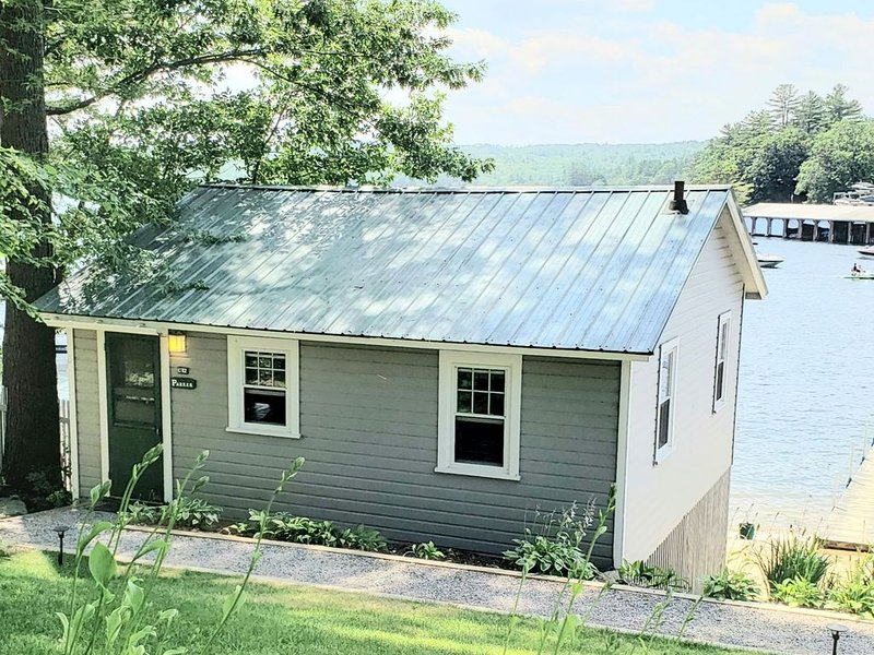 Parker Lakeside Cottage Steps to Pristine Sandy Beach!, holiday rental in Laconia