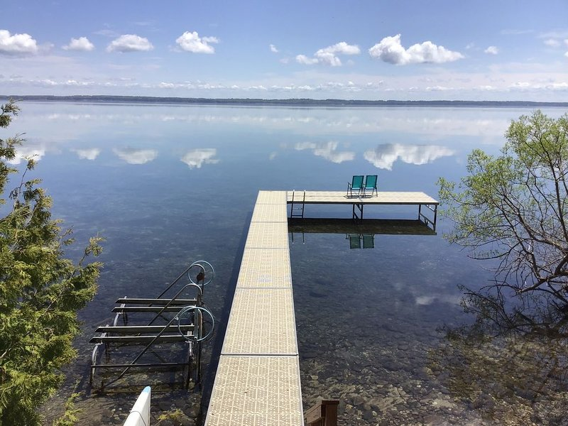 Stunning Suttons Bay home, Private Lake Michigan lakefront. New to Rental Market, holiday rental in Suttons Bay