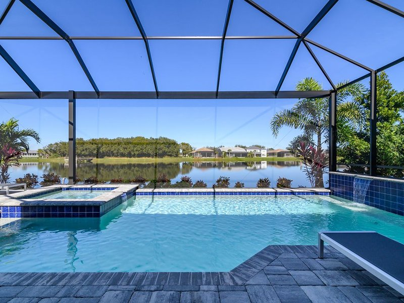 Impeccable Pool Home with Panoramic Views of Lake. Lakewood Ranch 03, vacation rental in Lakewood Ranch