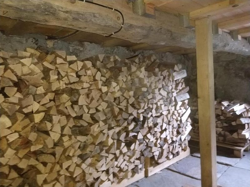 Holz im Keller