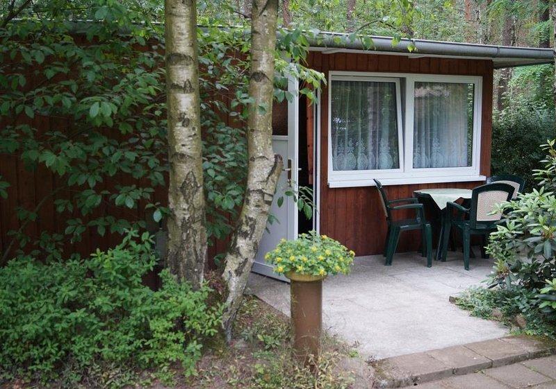 Bungalow 27 in Waldrandlage am See, holiday rental in Atterwasch