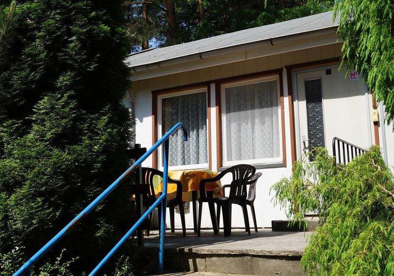 Doppelhaushälfte Bungalow 12 in Waldrandlage am See, holiday rental in Atterwasch