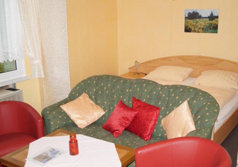 Doppelhaushälfte Bungalow 8 in Waldrandlage am See, holiday rental in Atterwasch