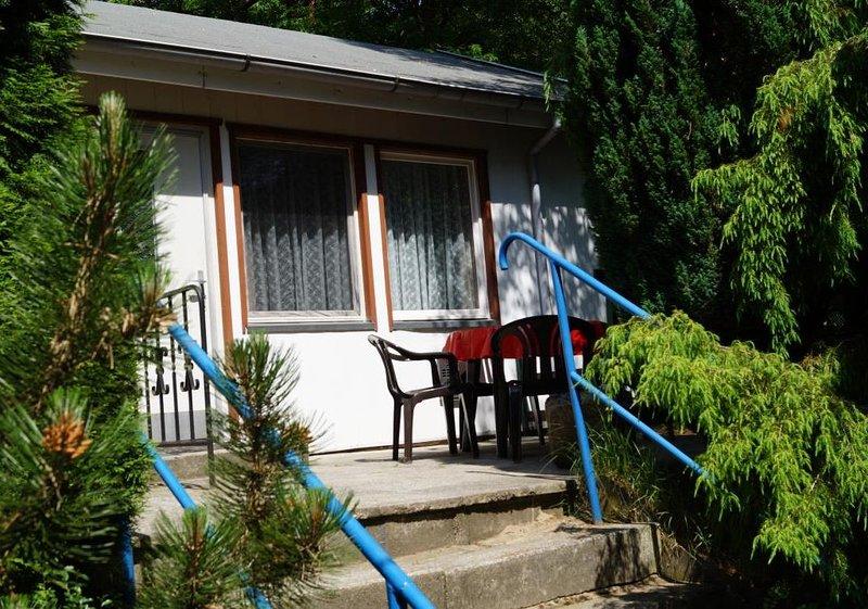 Doppelhaushälfte Bungalow 13 in Waldrandlage am See, holiday rental in Atterwasch