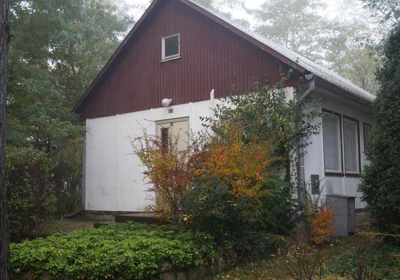 Doppelhaushälfte Bungalow 18 in Waldrandlage am See, holiday rental in Atterwasch