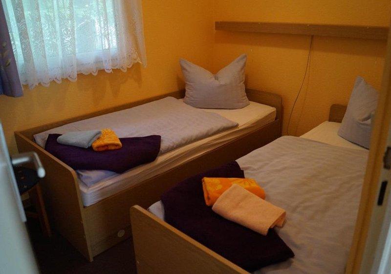 Bungalow 25 in Waldrandlage am See, holiday rental in Atterwasch