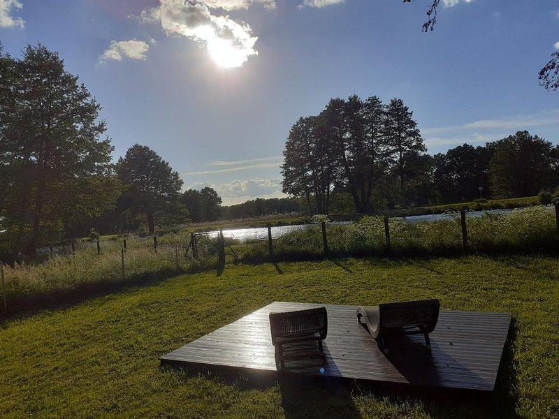 Neuvermietung: Ferienhaus 'Haveloase' in sehr ruhiger Lage direkt am Wasser, vacation rental in Oberkraemer