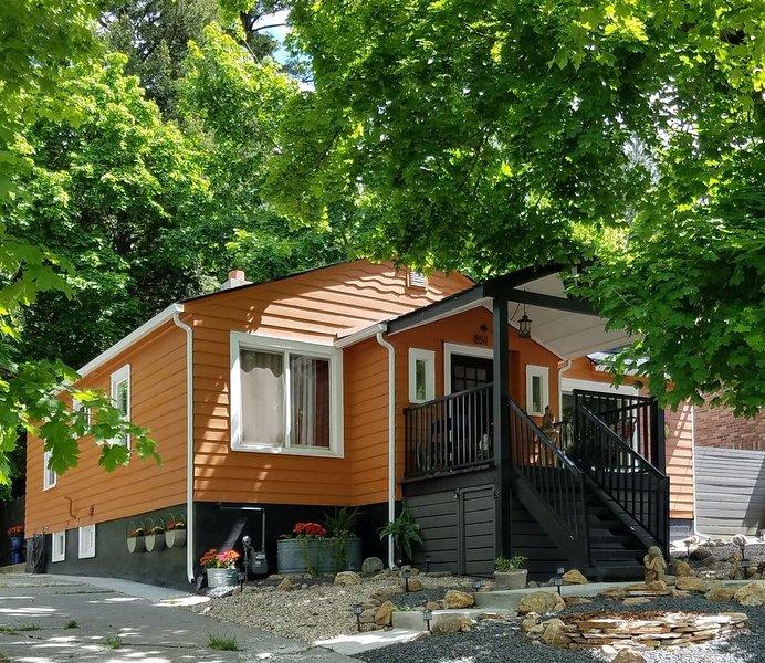 Clean, Comfortable, & Convenient, location de vacances à Mica