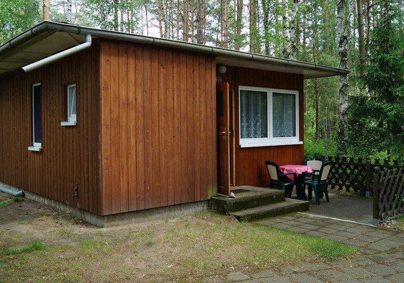 Bungalow 22 in Waldrandlage am See, holiday rental in Atterwasch