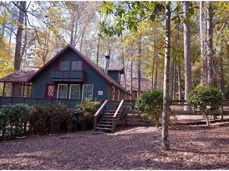 Beautiful Wooded Cabin waiting for you!, aluguéis de temporada em Pine Mountain Valley