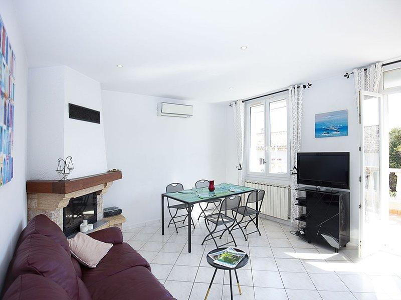 terrasse 20 m², vue mer, tout à pied (plages, calanques, port) ,  jardin, calme, location de vacances à La Ciotat