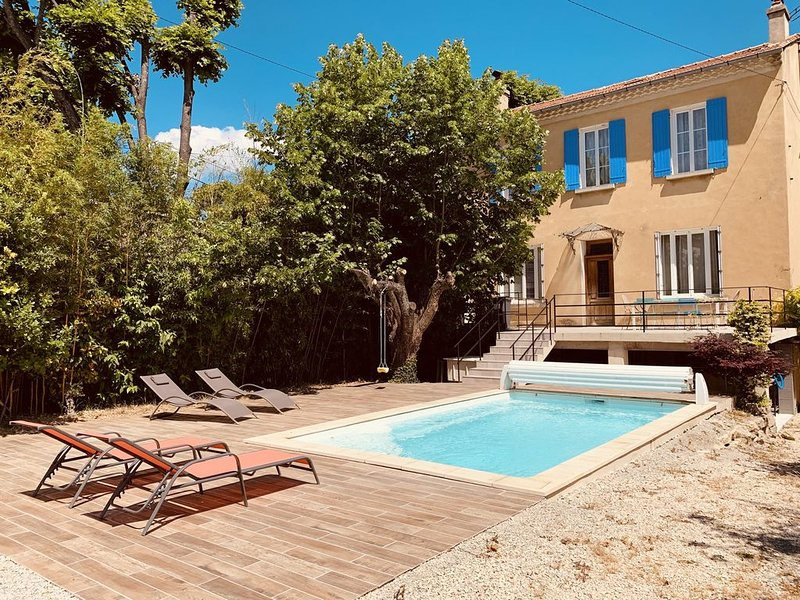 MAISON PROVENCALE DE CHARME CLIMATISEE AVEC PISCINE PRIVATIVE, holiday rental in Malaucene