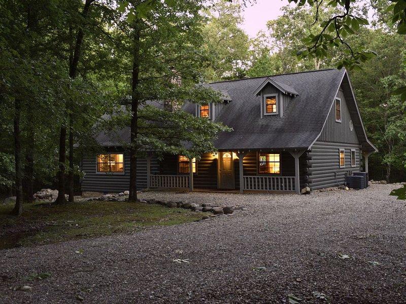 Bluebonnet Lodge, 1.5 miles to offroad adventuring & close to Broken Bow Lake!, location de vacances à Pickens
