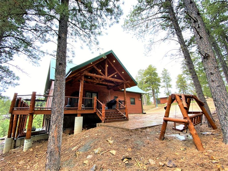 Lucky Chip Log Cabin near Deadwood, Pool Table, Hot Tub, Wi-Fi, AC, Gas Fire-Pit, vacation rental in Deadwood