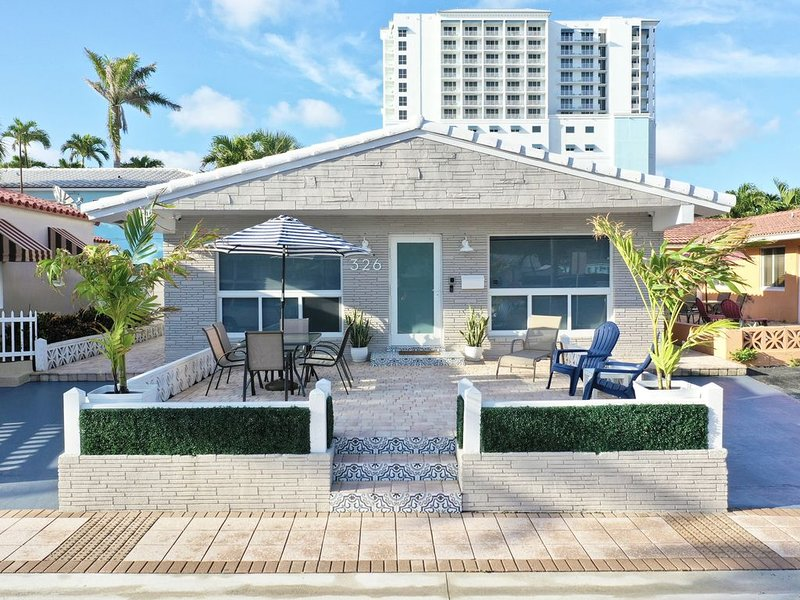 FREE parking and steps from the sand! Grant Beach House, holiday rental in Hollywood