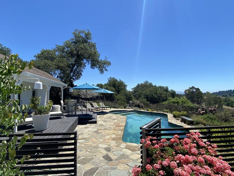 Newly Listed 4BR/4.5BA Gorgeous 17 Acre Estate/Pool/Hot Tub/5 mins - Hburg Plaza, vacation rental in Healdsburg