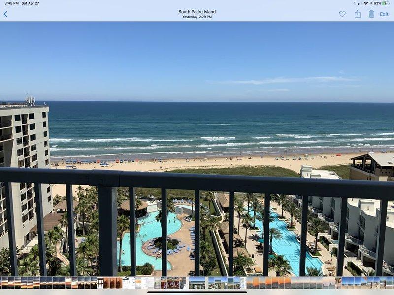 Luxury Ocean-Front Condo with Gorgeous Gulf View and Interior Decor, alquiler de vacaciones en Isla del Padre Sur
