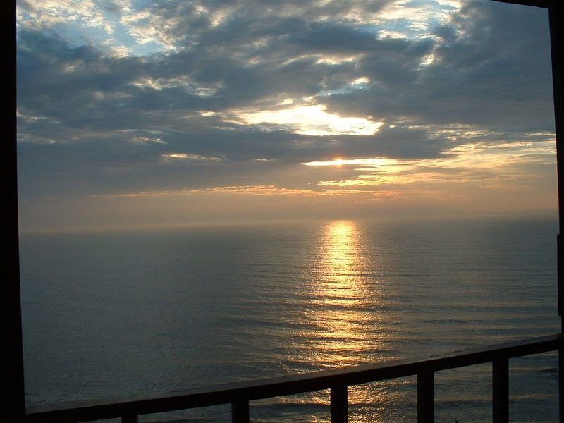 Spectacular Views of the Ocean and Bay from This 2 Story Condo, location de vacances à Ocean City