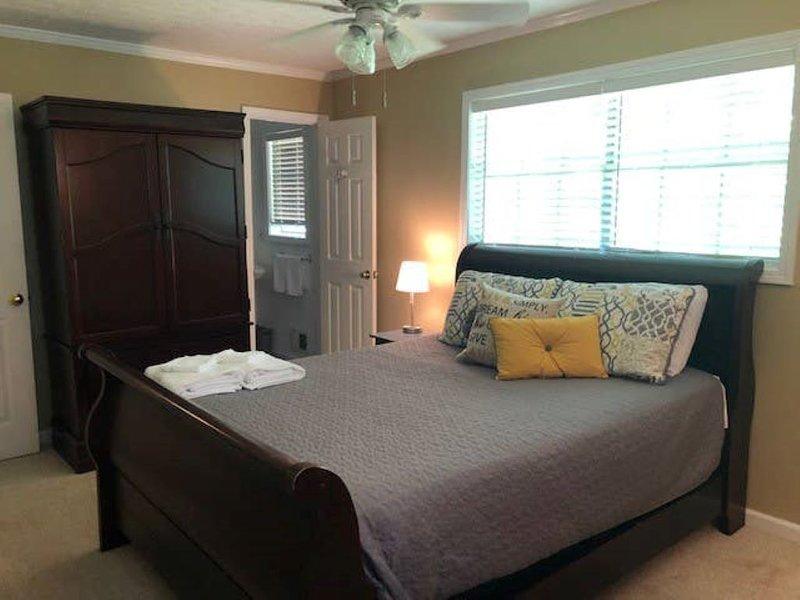 Kennesaw -Near KSU & Lakepoint, vacation rental in Hickory Flat