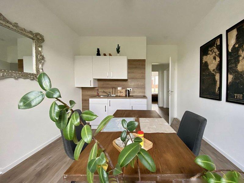 Schöne 1-Zimmer Wohnung mit Boxspringbett und separater Singleküche, holiday rental in Nideggen