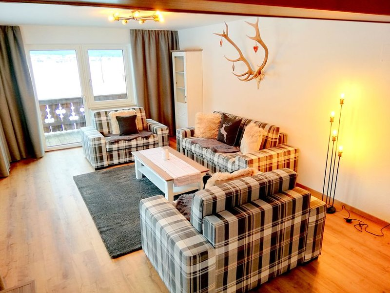 Neue Ferienwohnung mit Südbalkon, schöne Aussicht auf die Berge, 120 m², 2-10 P. – semesterbostad i Plansee