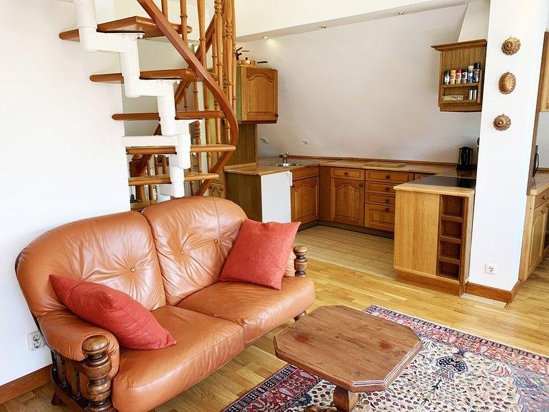 Helle Maisonette Wohnung in ruhiger Lage, 200m bis zum Tempelhofer Feld, holiday rental in Mahlow