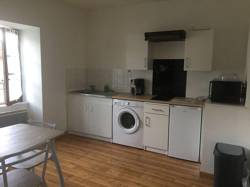 Le Papillon, appartement idéal pour vacanciers ou professionnels en déplacement, vacation rental in Magnac-Laval
