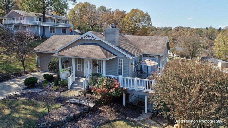 Beautiful Lake Views And Close To Everything Northwest Arkansas Has To Offer, vacation rental in Springdale