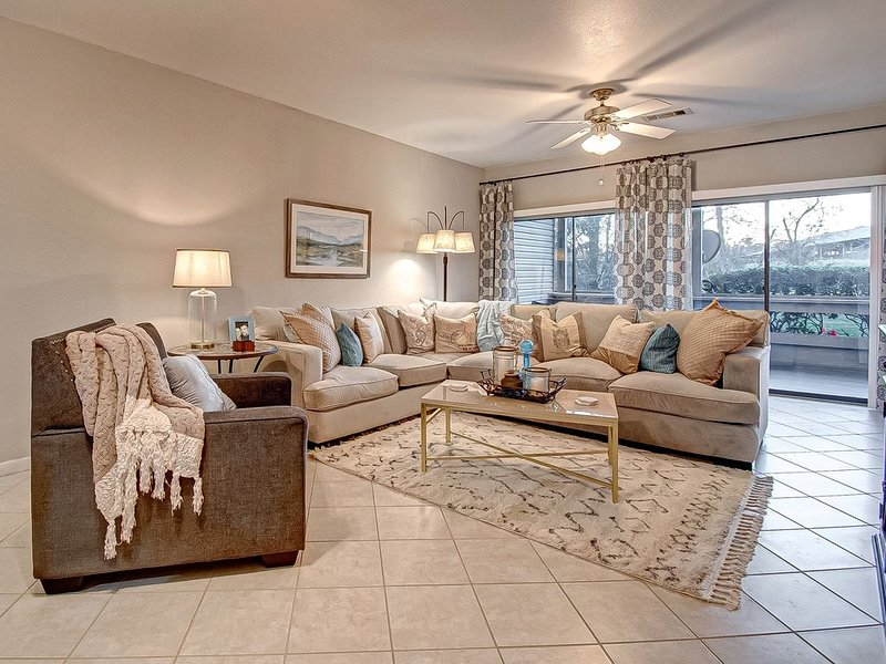 Stunning 2 bd 2 bth Ground Floor Condo Lake Conroe Near Clubhouse!, holiday rental in Plantersville