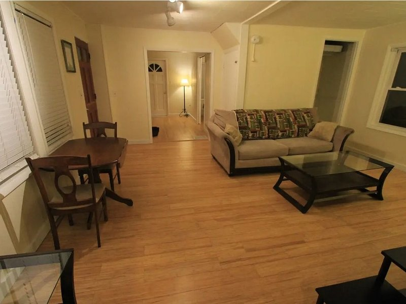 Perfect 1-Bedrom Apt in Burlington's South End, holiday rental in Richmond