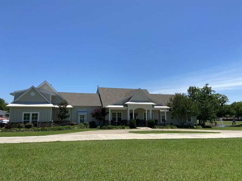 Farm House with Pool on 10 Acres, bookings by request only, holiday rental in Rockwall