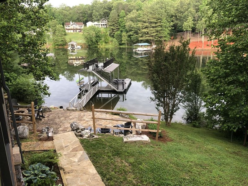 Welcome to the Lazy Daze Chalet - a quaint all-season lake  front cabin, holiday rental in Blairsville