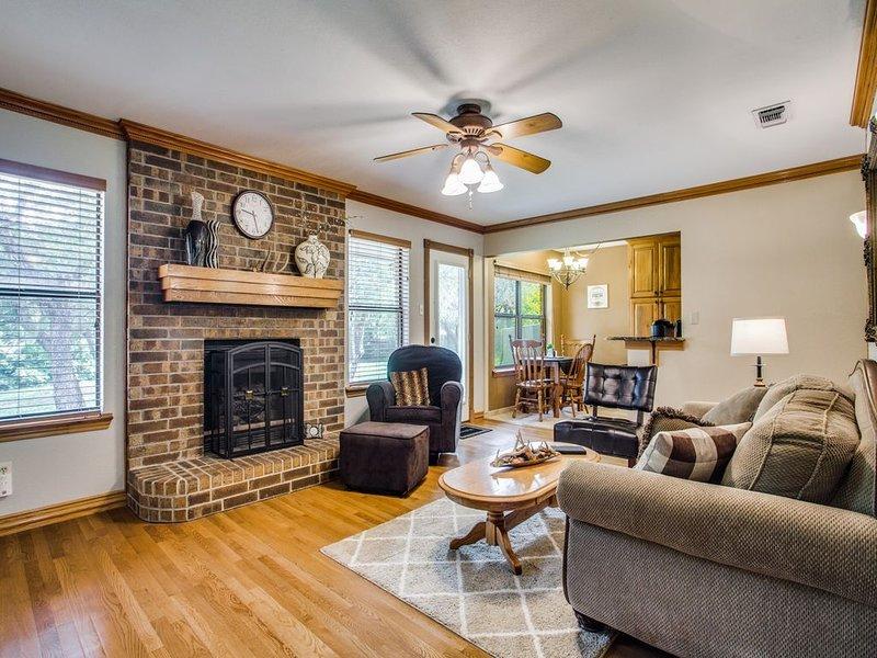 Flat Rock Retreat - Your Next Getaway Awaits!, location de vacances à Weatherford